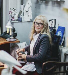 Инна Соломоновна Олевская, ведущий художник Императорского фарфорового завода.