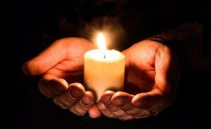 Свеча памяти и скорби по умершему